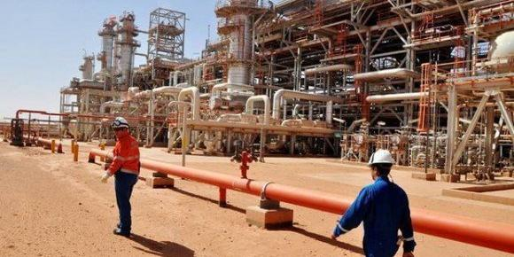 Algerian oil and natural gas exports pick up, improves economy