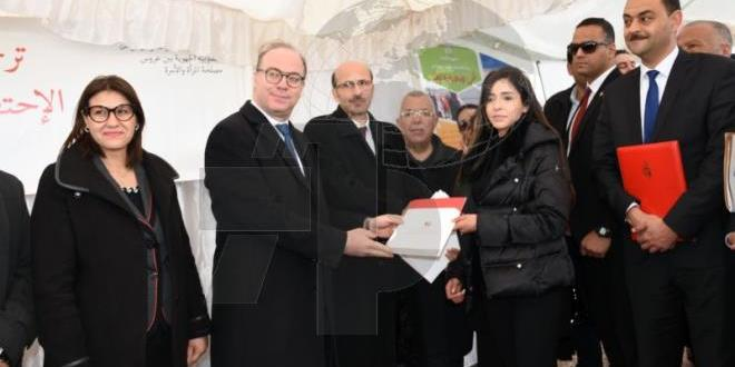 Tunis:PM submits notifications of agreements for 9 women's projects worth 176 thousand dinars
